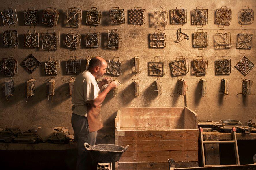 Así es el taller de Mosaics Martí