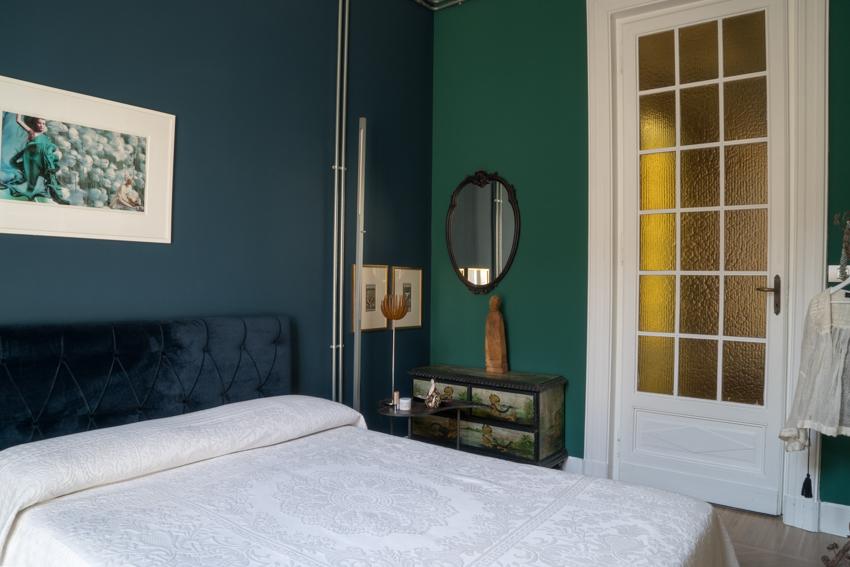 29_camera-ospiti color azul petroleo. marisa coppiano architetto torino En casa de la arquitecto marisa coppiano en torino