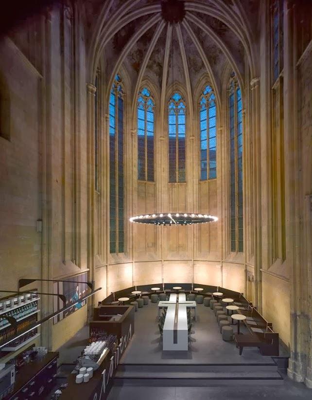 Libreria Boekhandel en Maastricht. Libreria en una iglesia Las mejores librerias con MientrasLeo Ruta librera con Mientras Leo. Blogger Entre montones de Libros