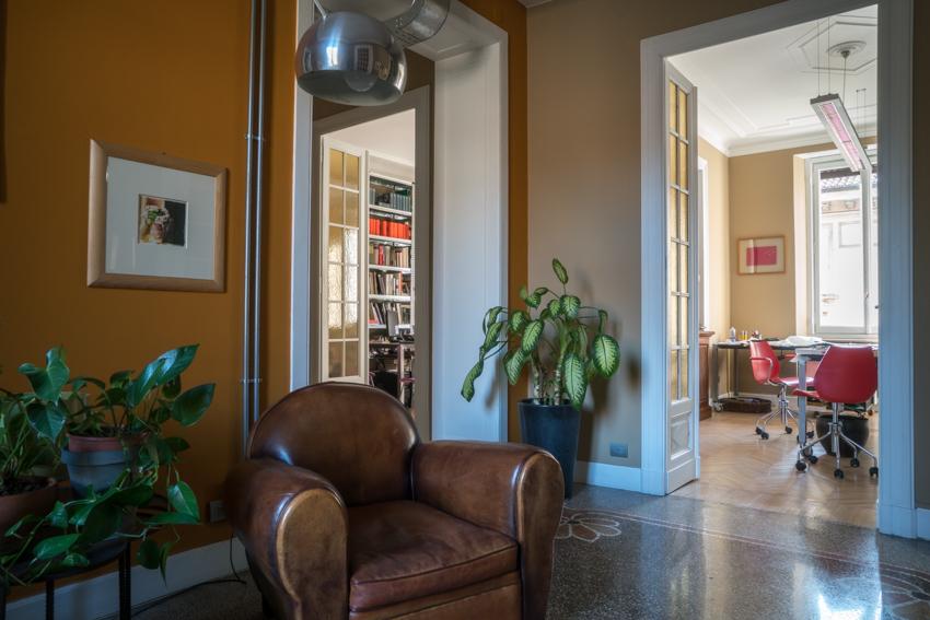 3_-accanto-il-suo-atelier-e-lo-studio-biblioteca