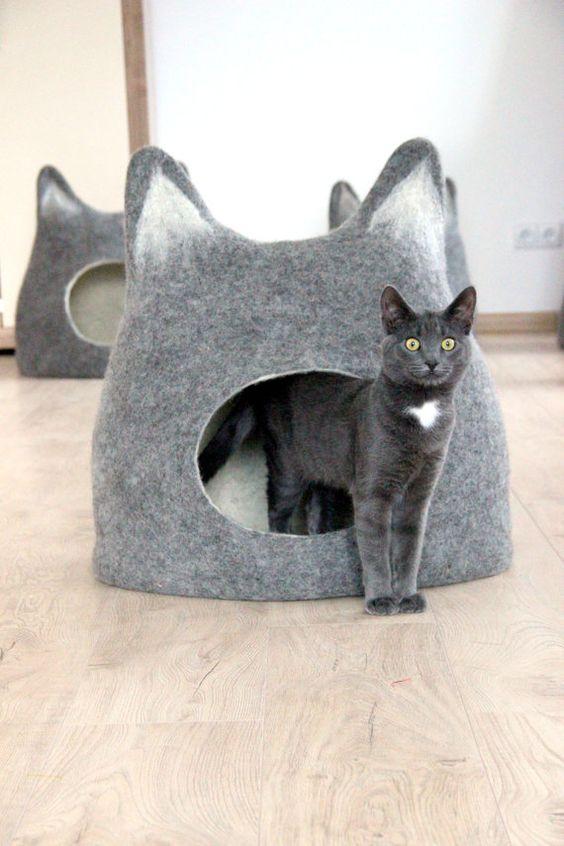 casa de mascotas. casa para gatos en fieltro . Casa con mascotas