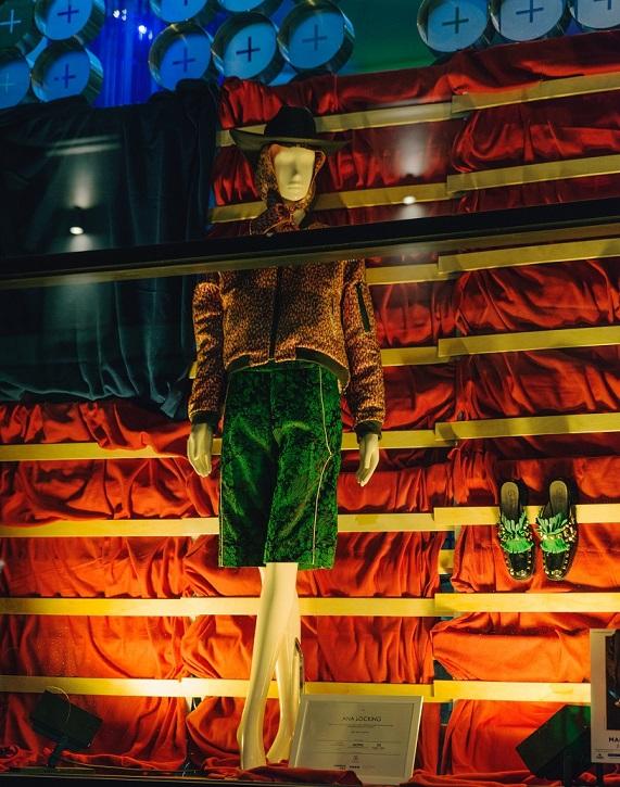7 Diseños de Escaparate por menos de 100 euros . Concurso de escaparates Madrid es Moda y Acme. Ana Locking . Room Mate Centro Superior de Diseño de Moda de Madrid