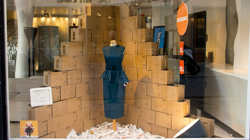7 Diseños de Escaparate por menos de cien euros con material de Ikea. concurso de Escaparates Madrid es Moda y Acme. Diseño de moda Beatriz Peñalver