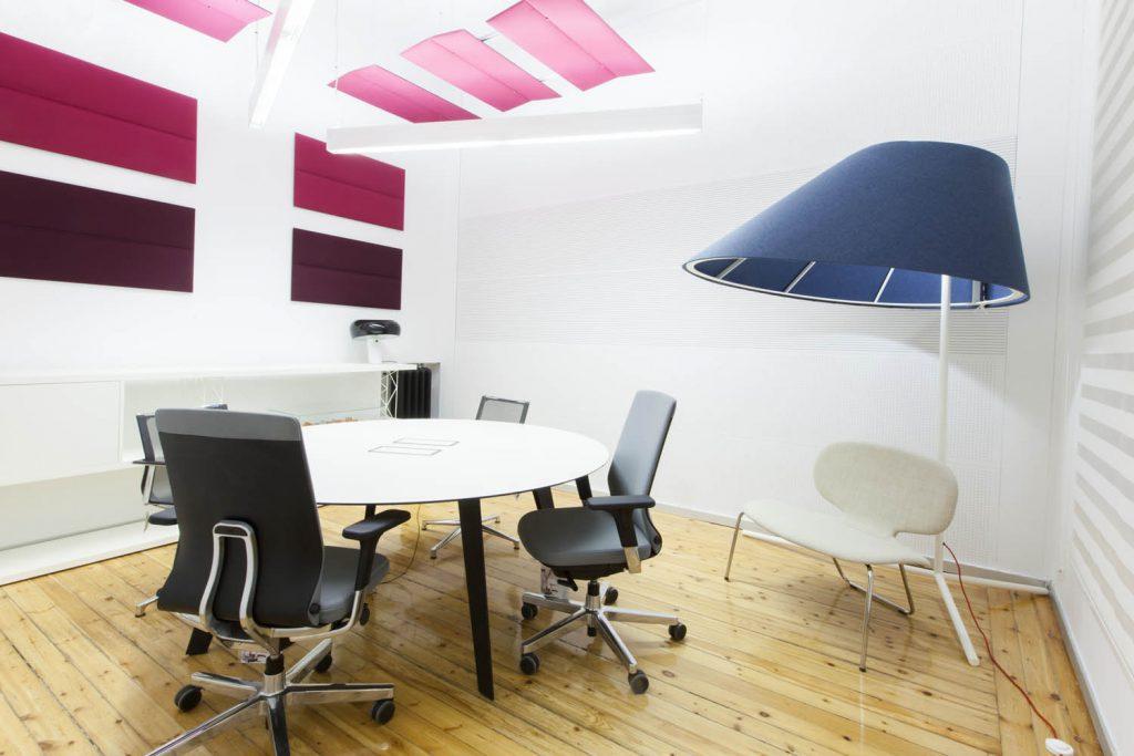 Campana acústica para oficinas. Espacio Aretha (3) Buzzishade. Espacios colaborativos . Oficinas colaborativas