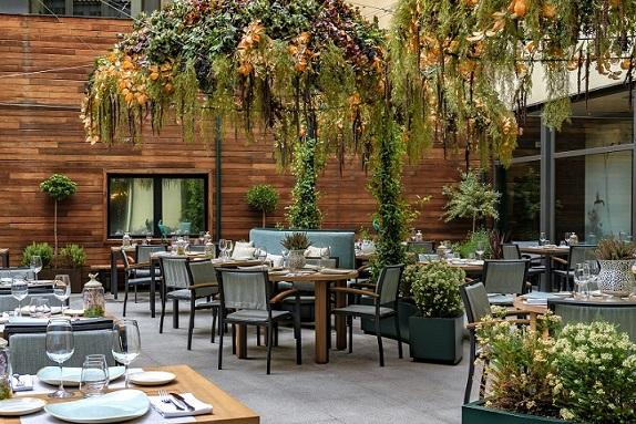 HOTEL VINCCI SOHO MADRID. ALEJANDRA POMBO INTERIORISTA. foto David Montero Terraza exterior
