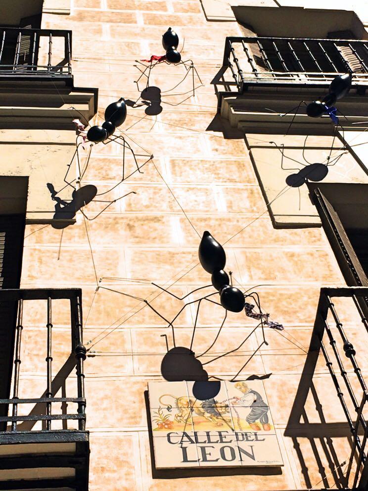 HOTEL VINCCI SOHO MADRID. Fachada de hormigas Decoraccion Coolesguay