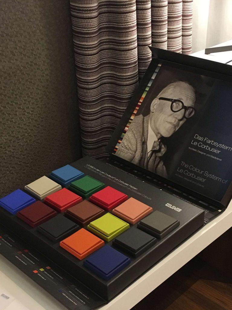 mecanismos color le corbusier JUNG soluciones domoticas para hoteles Jung