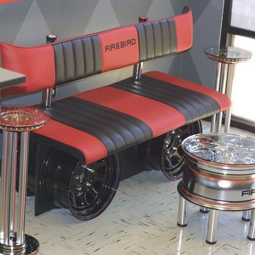 Muebles para amantes de los coches y el motor 10decoracion - Decoracion interior coche ...