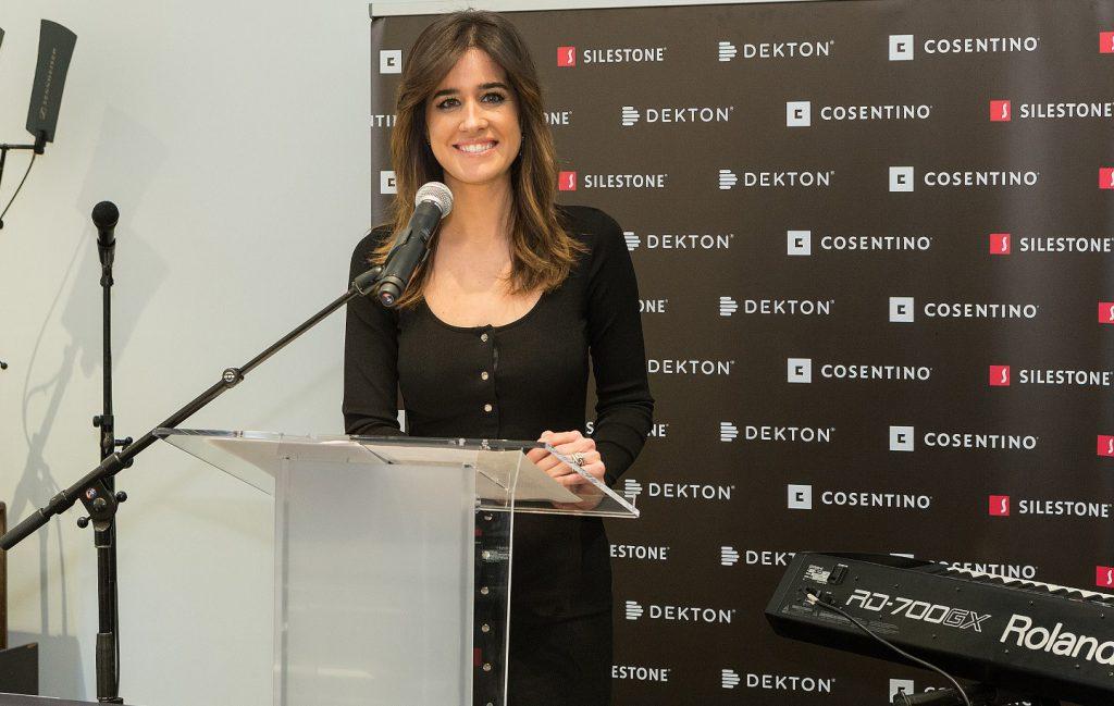 Isabel Jimenez _ presentadora acto _ Inauguracion Cosentino City