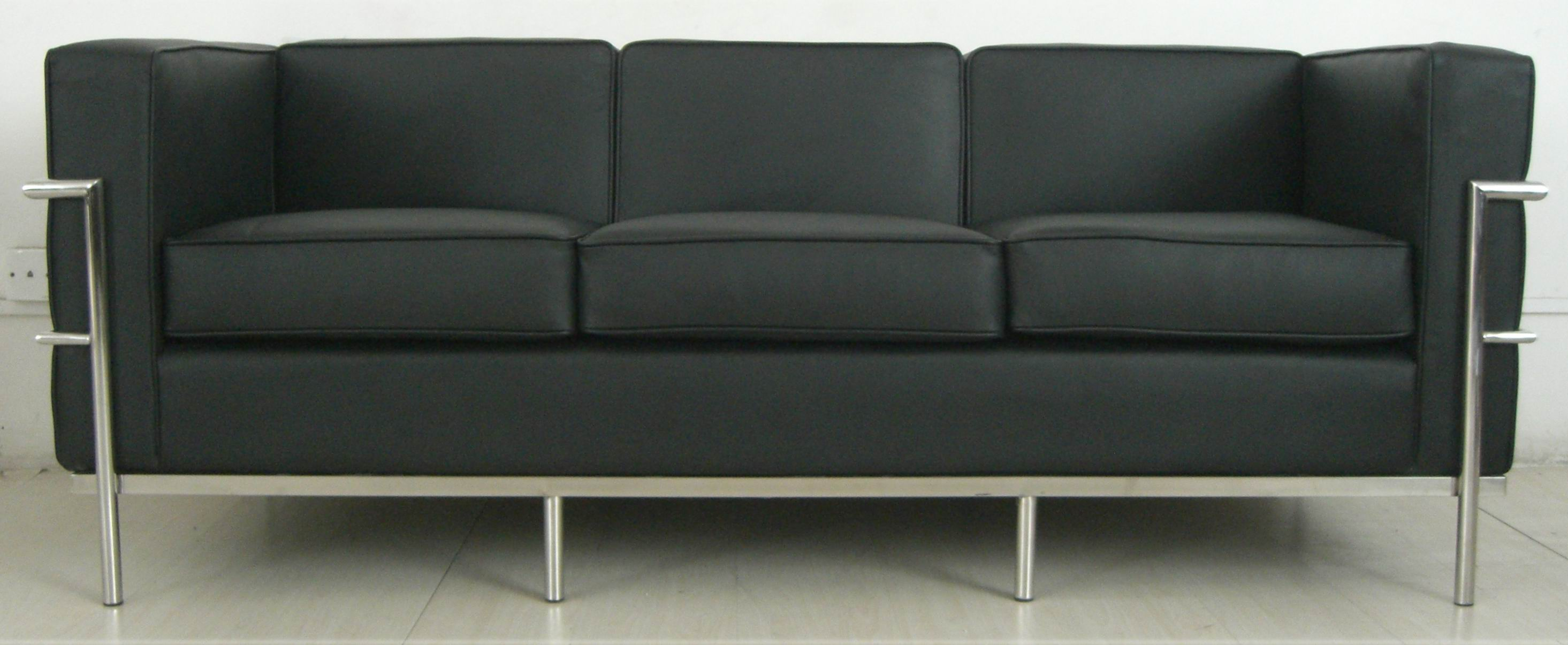 Leather-Sofa-Le-Corbusier-Sofa-LC2-  gATOS EN CASA. Muebles para gatos. Gatos y decoracion