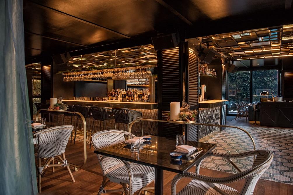 Restaurante Zela en Ibiza Interiorismo Studio Gronda comedor ©Jose Salto