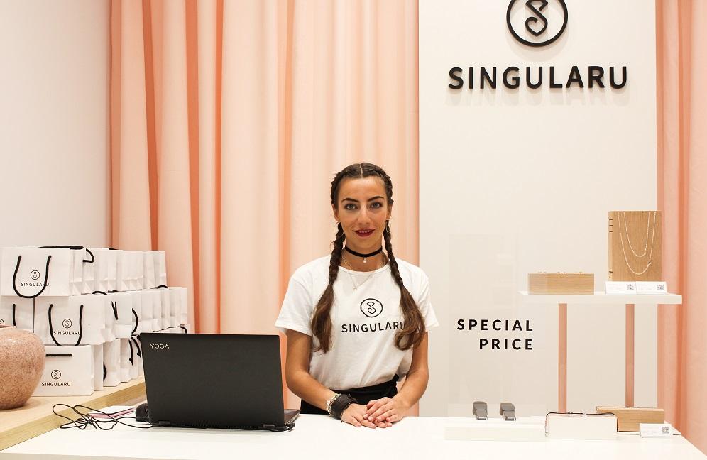 Tienda Singularu Valencia . Bisuteria on line y tienda fisica. Diseño Huuun Estudio 1