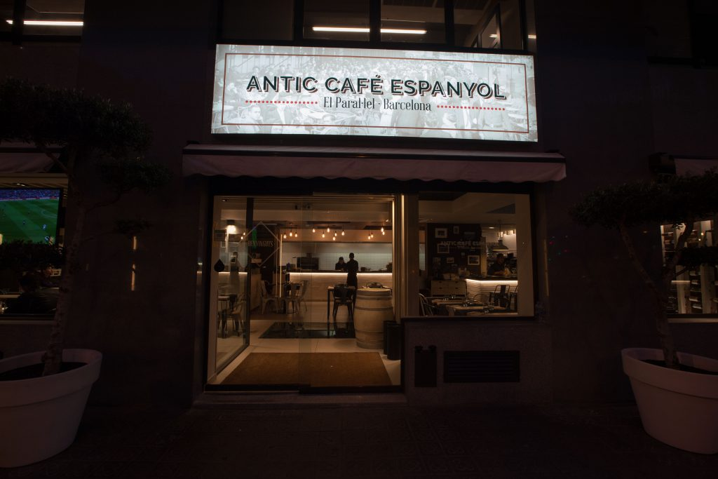 antic-cafe-espanyol-barcelona-renovado-elmer-studio-53
