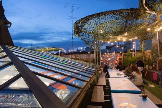 terrazas de moda en Madrid. el paracaidista