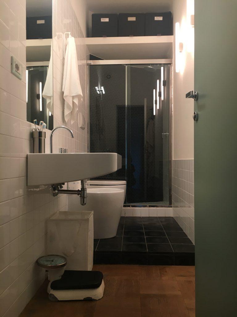 baño con escalón francesca bertuglia arquitecto roma UN BAÑO DONDE QUIERAS