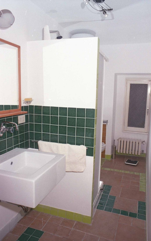 Baño realizado con cerámica recuperada soluciones low cost