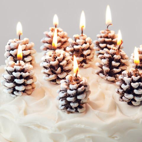 decoracion de navidad divertida . velas en piñas. Hazlo tu mismo