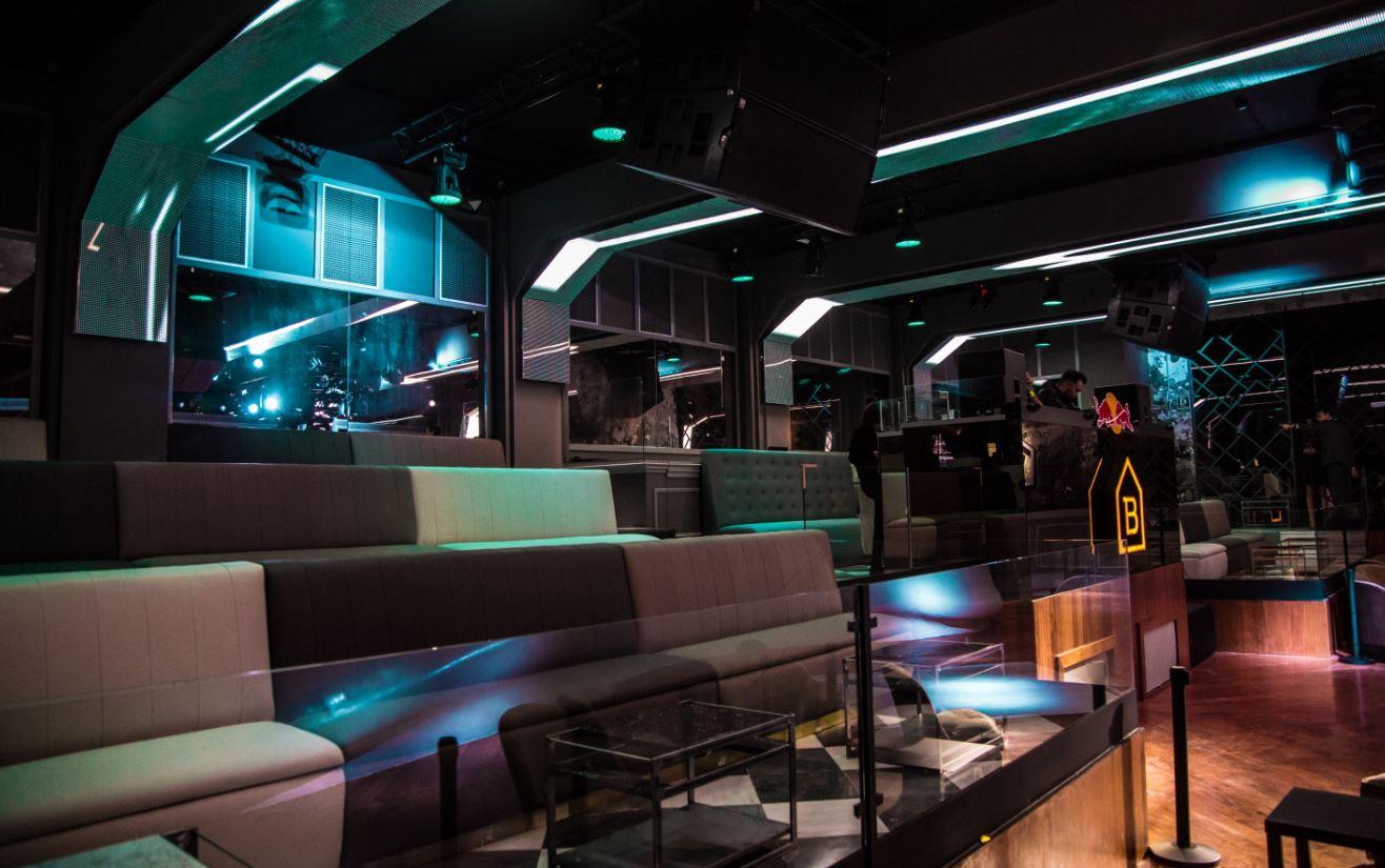 discoteca-blackhaus-madrid-cuarto-interior-diseno-dj-pista-baile-jpg