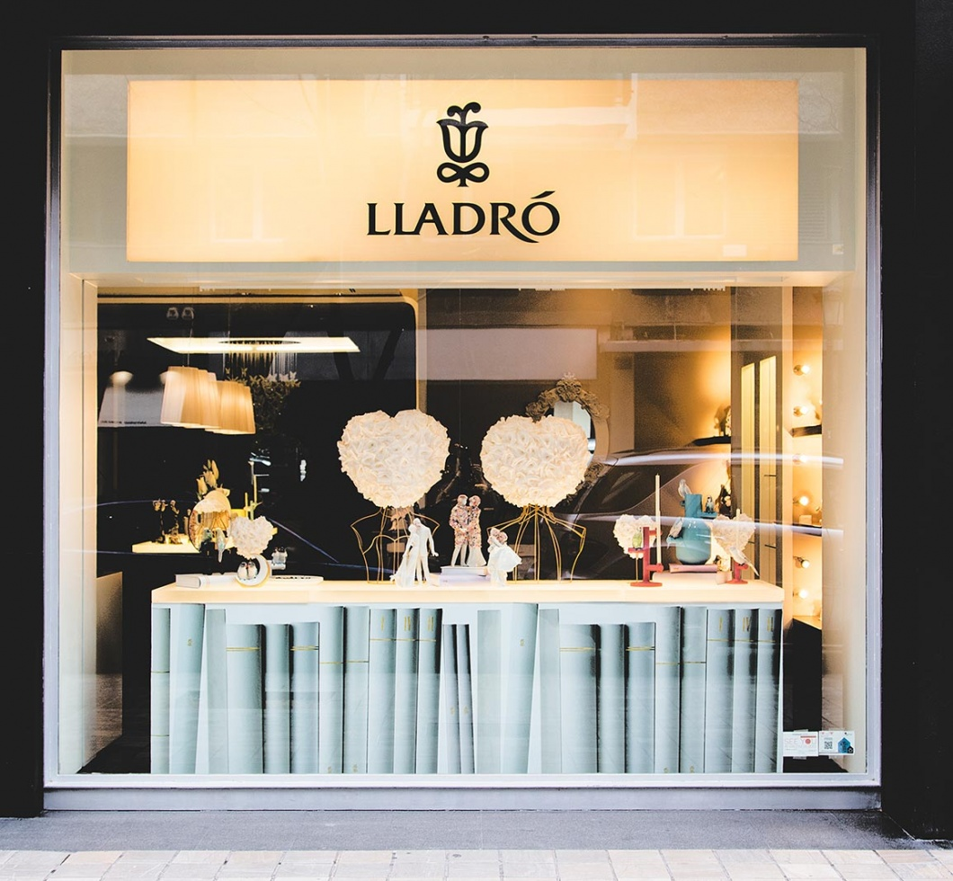escaparatismo-lladro-san-valentin-empaperart.fachada-1060x980
