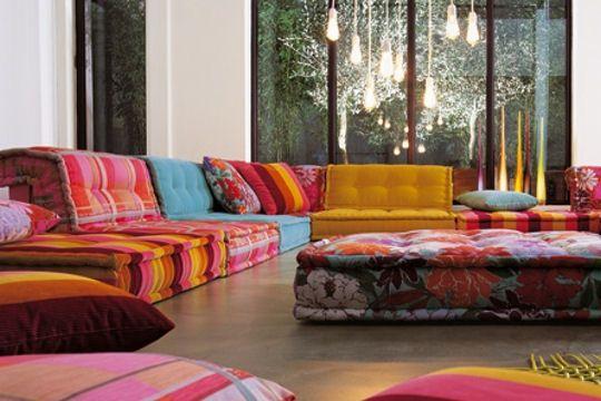 estilo hindú sofá de tela Roche Bobois con tela de Kenzo