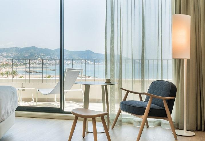 hotel Me sitges Terramar . Me by Meliá diseño Lagranja design . Habitaciones con terraza