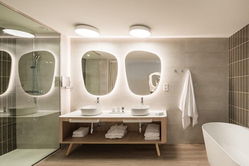hotel Me sitges Terramar . Me by Meliá diseño Lagranja design . Baño suite