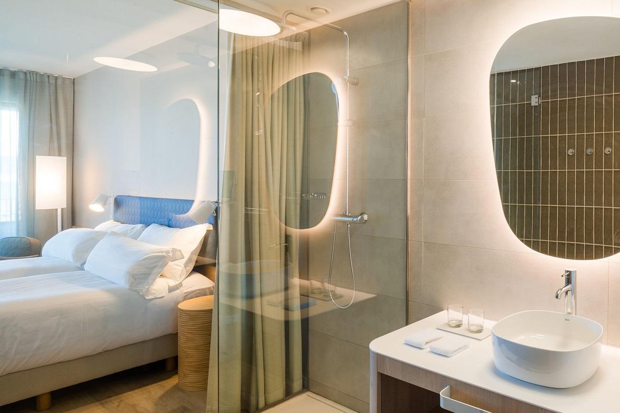 hotel Me sitges Terramar . Me by Meliá diseño Lagranja design . habitacion hotel