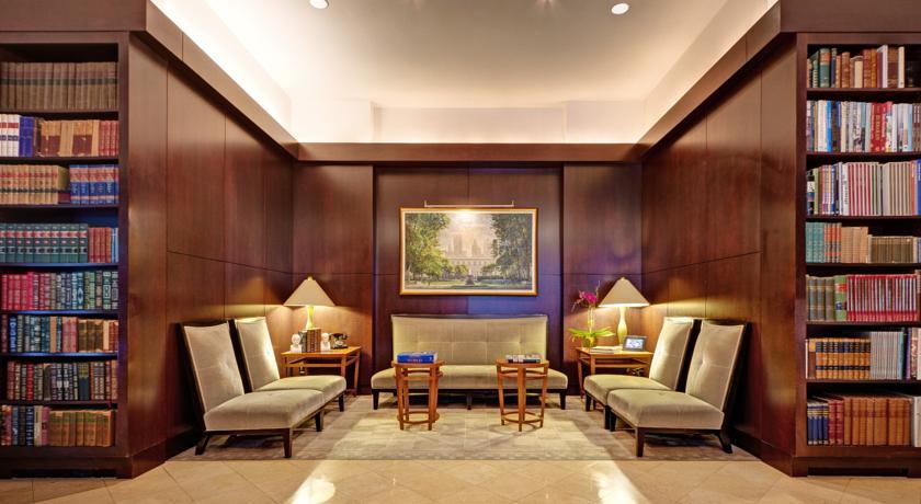 hoteles-literarios-library-hotel-new-york-ruta-librera-mientrasleo-lobby-jpg