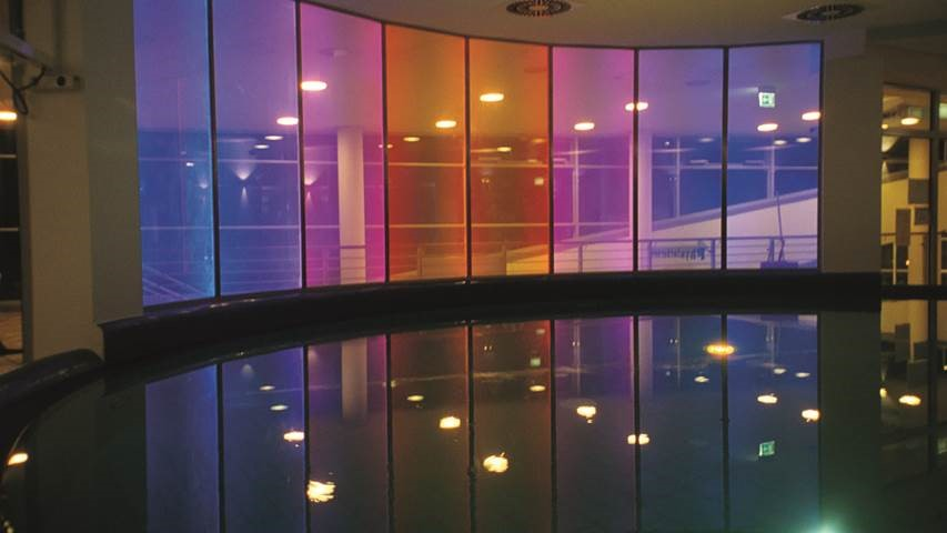 led integrado en vidrio lightglass-sports-center-stutgart