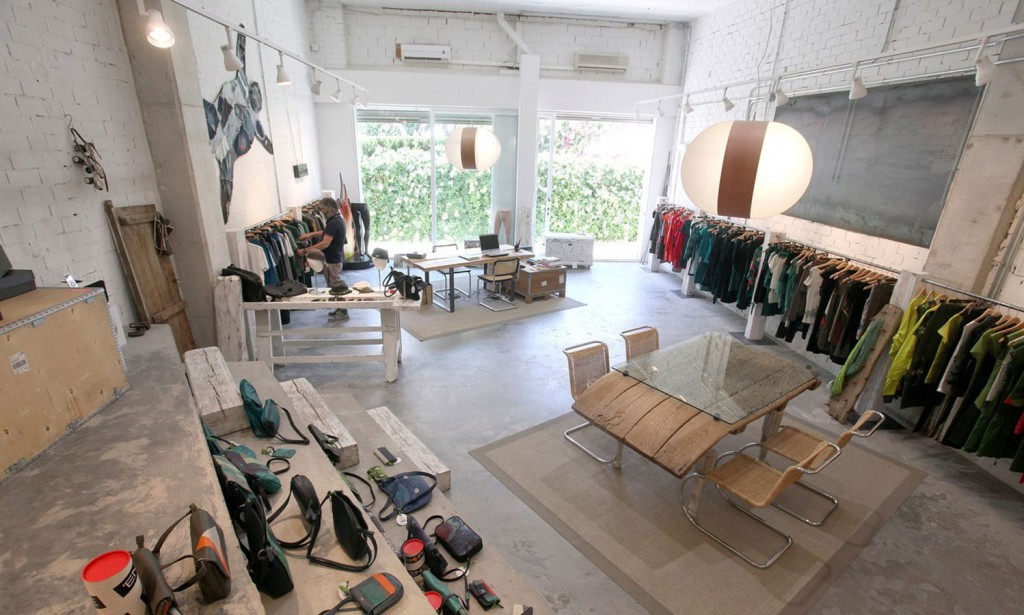 lzf-carambola-wood-lamp-store1 Pop Up Store