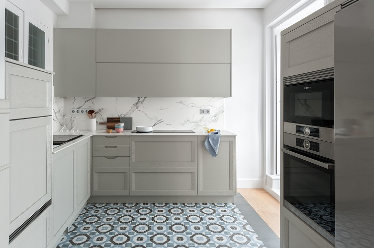 Renovar cocina sin obras mara pardo estudio interiorismo . hidraulico y madera en cocina. foto. david montero
