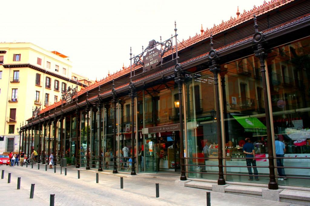 Fachada Mercado San Miguel. Madrid Regeneración urbana. Los mercados como centro de influencia.