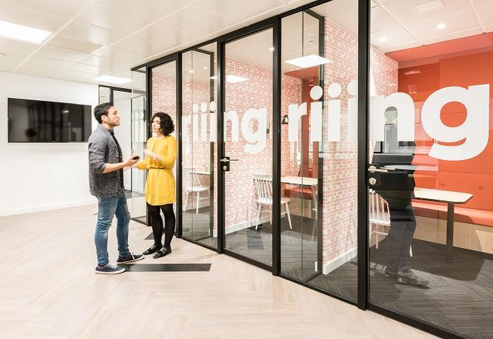 oficinas banco wizink en madrid mamparas oficina con vinilos