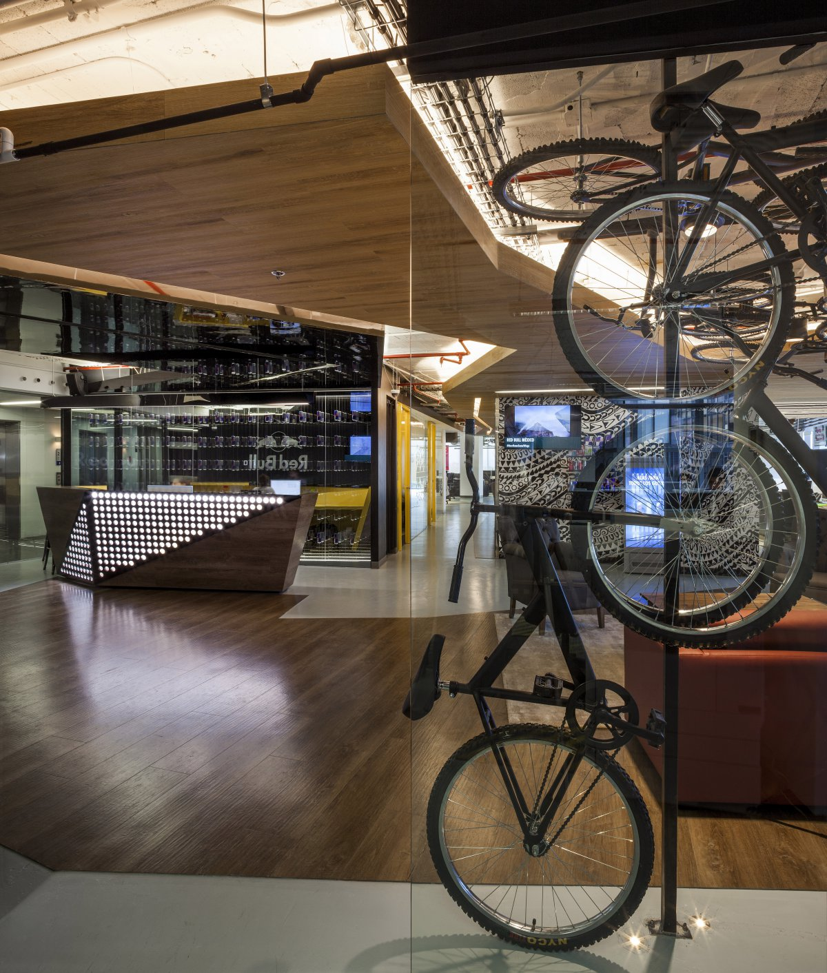 Oficinas red bull m xico by space arquitectura 10decoracion for Oficinas arquitectura
