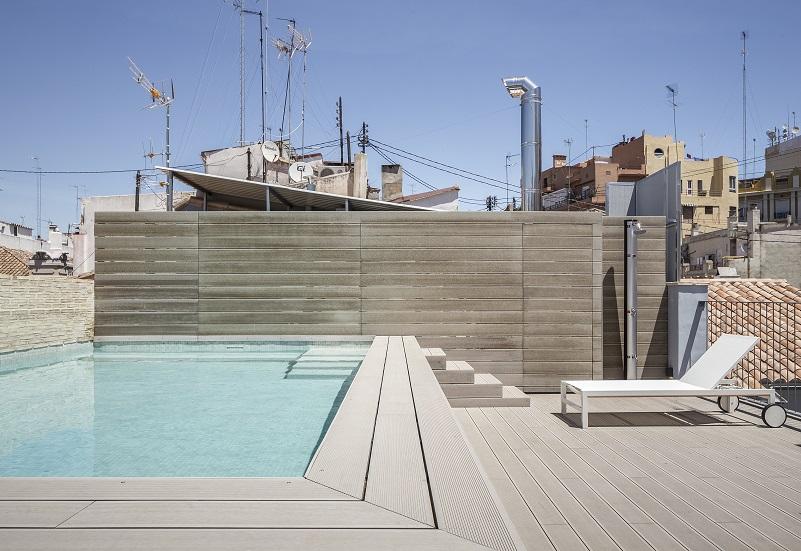 one shot mercat hotels nonnadesign. fotos david zarzoso. Valencia. Vista de la piscina en la azotea
