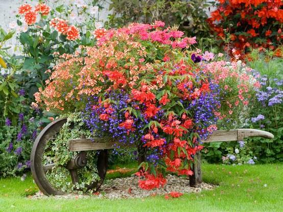 primaverajardineriadecoracionexteriorcarretaflores 10Decoracion