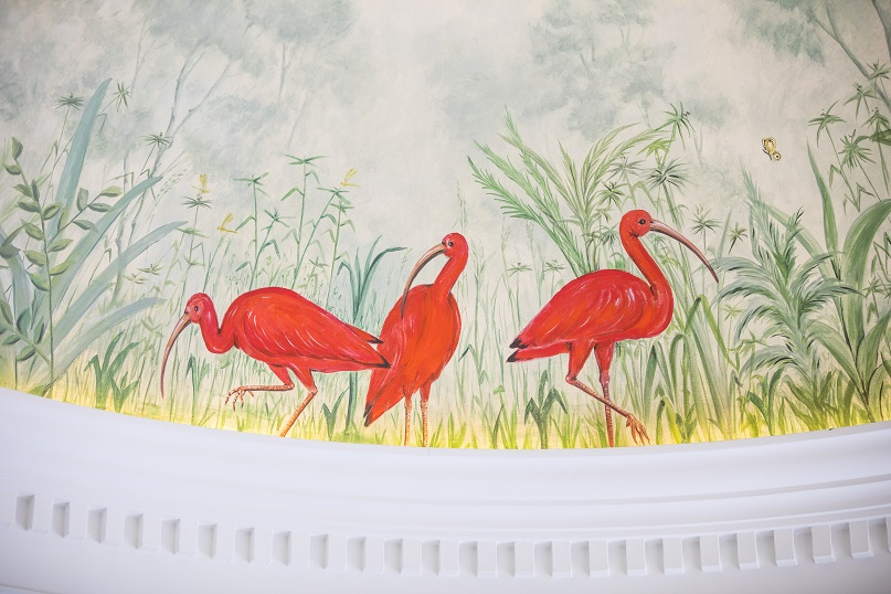 restaurante Coque Madrid Hermanos Sandoval . Diseño Jean Porsche detalle pintura de la cupula comedor rojo