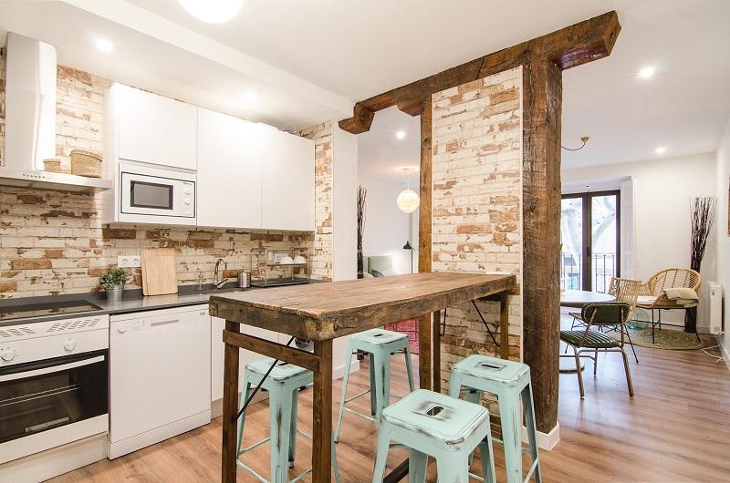 rez estudio reformas en madrid pilares madera vistos, cocina abierta jpg