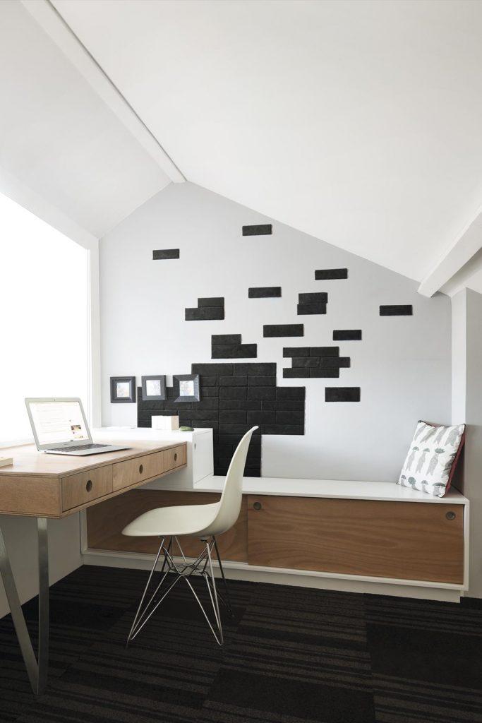 El primer panel de pizarra natural adhesiva stonetack for Mural habitacion juvenil