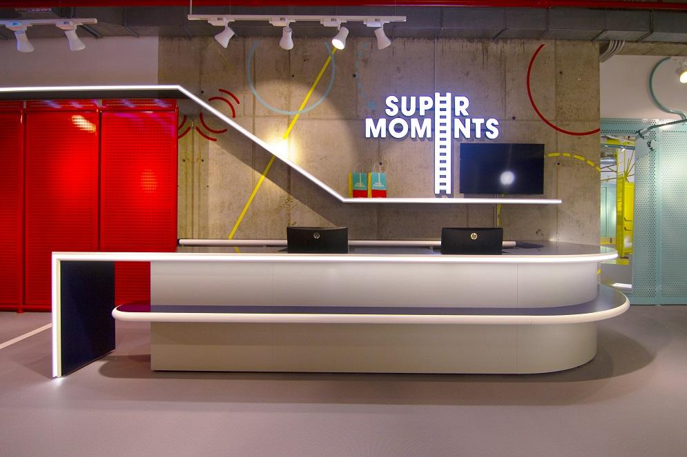 supermoments nuevo concepto retail tienda infantil diseno de culdesac mostrador venta Centro comercial Aqua Valencia