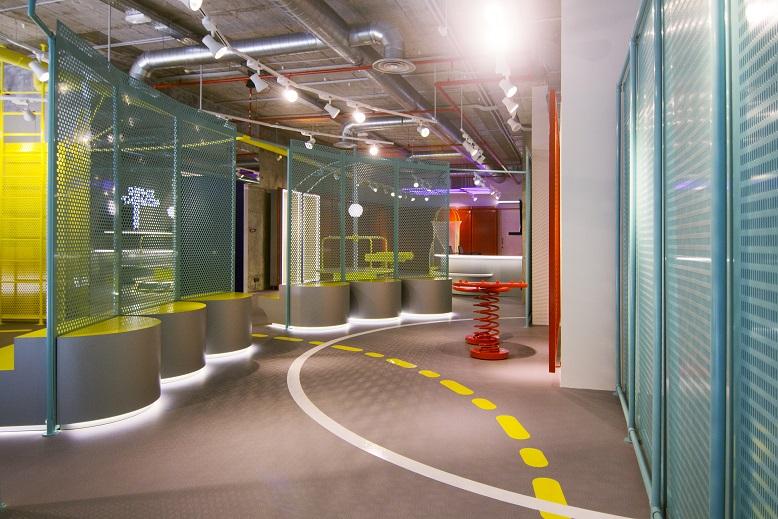 supermoments nuevo concepto retail tienda infantil diseno de culdesac - vista tienda Centro comercial Aqua Valencia