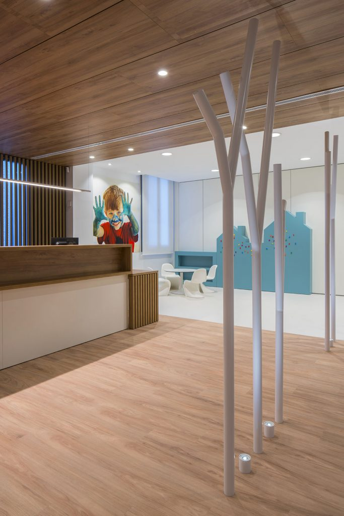 susanna cots . slow design, diseño clinica sant josep manresa. fundacion althaia . Sala de espera infantil