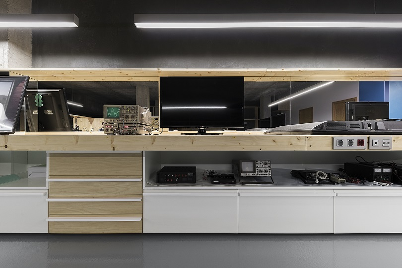 Taller unitec Pontevedra. Centro reparación electrodomesticos. Nan Arquitectos (3)