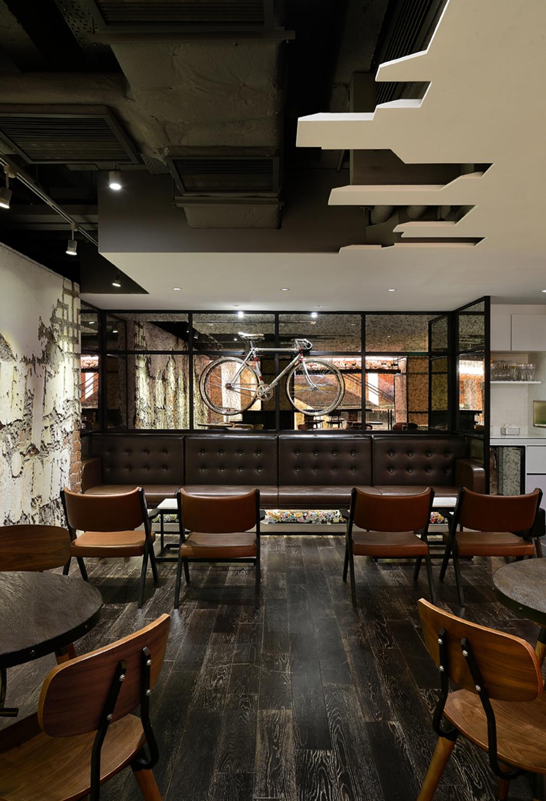 Cafetería Urban en Hong Konk por Joey Ho Design. Fuente archdaily.com interiorismo corporativo