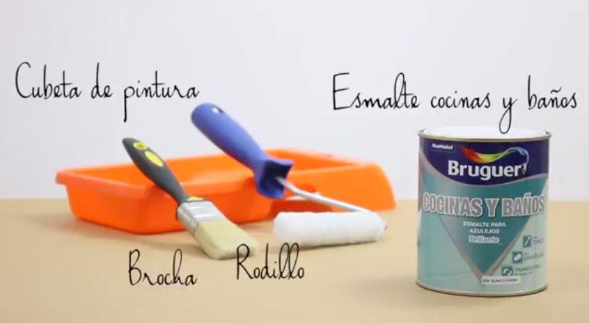 como pintar los azulejos del baño