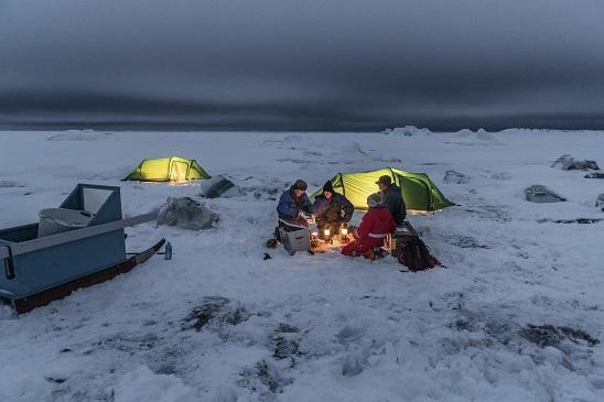 El equipo de investigación de la Universidad de Copenhague trabajando sobre el terreno en la Isla de Disko ARISTON COMFORT CHALLENGE. Un reto a la Naturaleza. Vivienda modular en el Artico