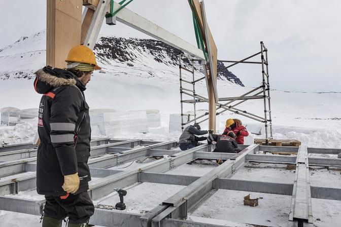 Suelo de la vivienda Fase de construcción de la vivienda ARISTON COMFORT CHALLENGE. Un reto a la Naturaleza. Vivienda modular en el Artico