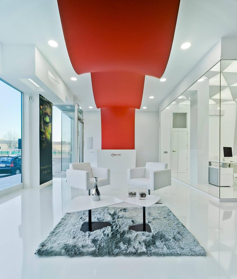 color y bienestar. decorar con color rojo oficinas Proplac. Barrisol tensado rojo