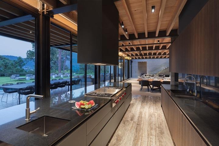 Casa-Vista-al-lago- Grupo Arquitectura. Medalla de Oro Bienal Iberoamericana Cidi de interiorismo, diseño y paisajismo WWBID 2018 interior design and landscape