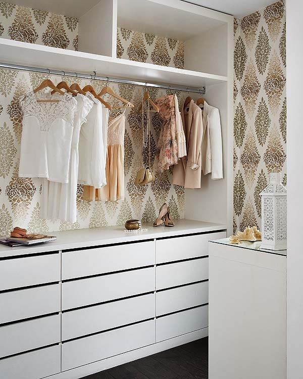 armario_ Organiza un vestidor a tu medida con papel pintado